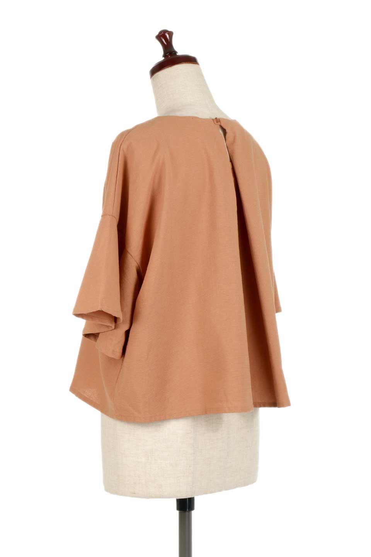BackTuckFlareSleeveBlouseバックタック・フレアスリーブブラウス大人カジュアルに最適な海外ファッションのothers(その他インポートアイテム)のトップスやシャツ・ブラウス。サラリとしたリネン風の生地が涼し気なブラウス。広めのフレアスリーブとタックの入った身頃がボリューミーなアイテム。/main-8