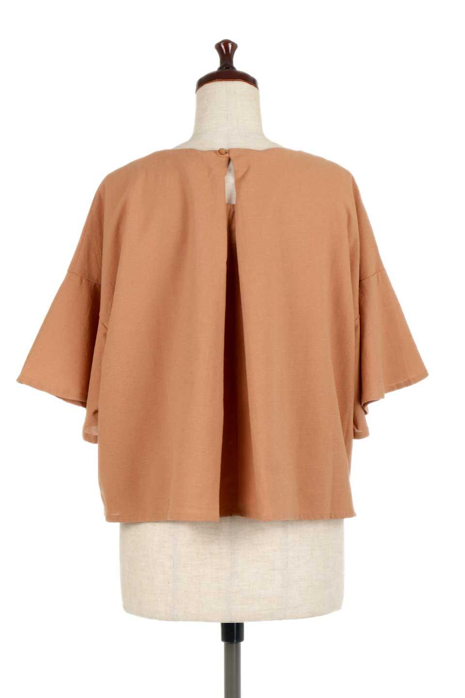 BackTuckFlareSleeveBlouseバックタック・フレアスリーブブラウス大人カジュアルに最適な海外ファッションのothers(その他インポートアイテム)のトップスやシャツ・ブラウス。サラリとしたリネン風の生地が涼し気なブラウス。広めのフレアスリーブとタックの入った身頃がボリューミーなアイテム。/main-9