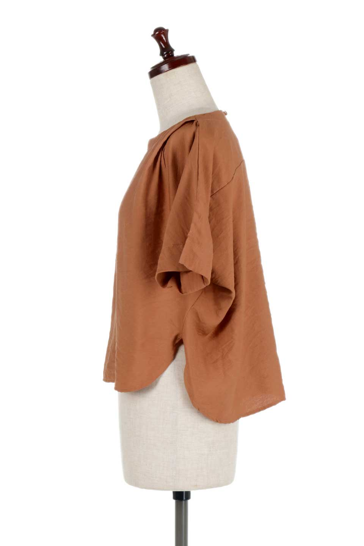 FrontTuckShortSleeveBlouseフロントタックブラウス大人カジュアルに最適な海外ファッションのothers(その他インポートアイテム)のトップスやシャツ・ブラウス。大きめシルエットで抜け感のある半袖ブラウス。短め丈なのでインでもアウトでも楽しめます。/main-12