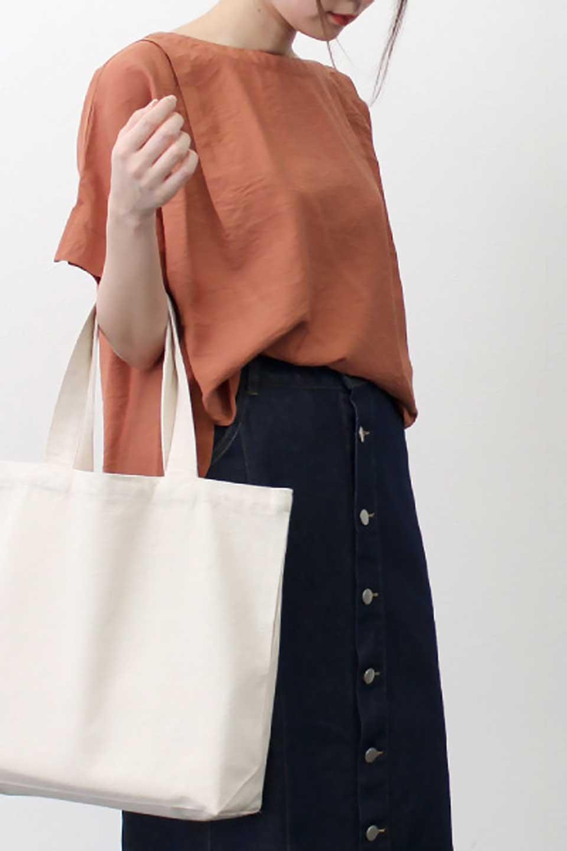 FrontTuckShortSleeveBlouseフロントタックブラウス大人カジュアルに最適な海外ファッションのothers(その他インポートアイテム)のトップスやシャツ・ブラウス。大きめシルエットで抜け感のある半袖ブラウス。短め丈なのでインでもアウトでも楽しめます。/main-29