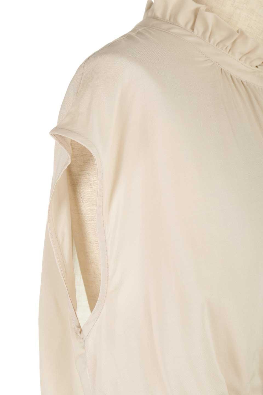 FrilledNeckSleevelessBlouseギャザーネック・ノースリーブブラウス大人カジュアルに最適な海外ファッションのothers(その他インポートアイテム)のトップスやシャツ・ブラウス。フリルの首元が可愛いノースリーブブラウス。ゆったりシルエットですがウエストのギャザーが引き締めてくれます。/main-24