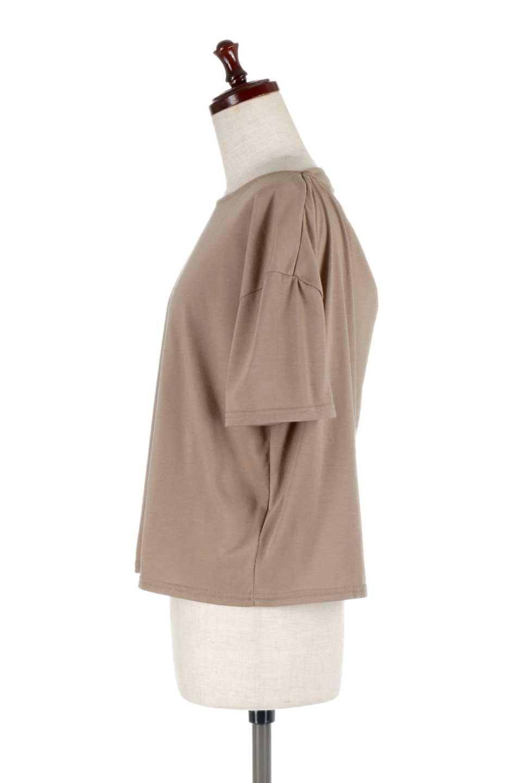 DrapeBackPull-overTopバックドレープ・カットソー大人カジュアルに最適な海外ファッションのothers(その他インポートアイテム)のトップスやシャツ・ブラウス。背中のドレープ感が可愛い半袖カットソー。やや厚めのTシャツ素材でこれからの季節におすすめのアイテムです。/main-12