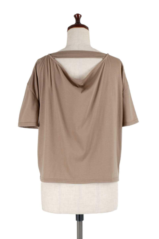 DrapeBackPull-overTopバックドレープ・カットソー大人カジュアルに最適な海外ファッションのothers(その他インポートアイテム)のトップスやシャツ・ブラウス。背中のドレープ感が可愛い半袖カットソー。やや厚めのTシャツ素材でこれからの季節におすすめのアイテムです。/main-14