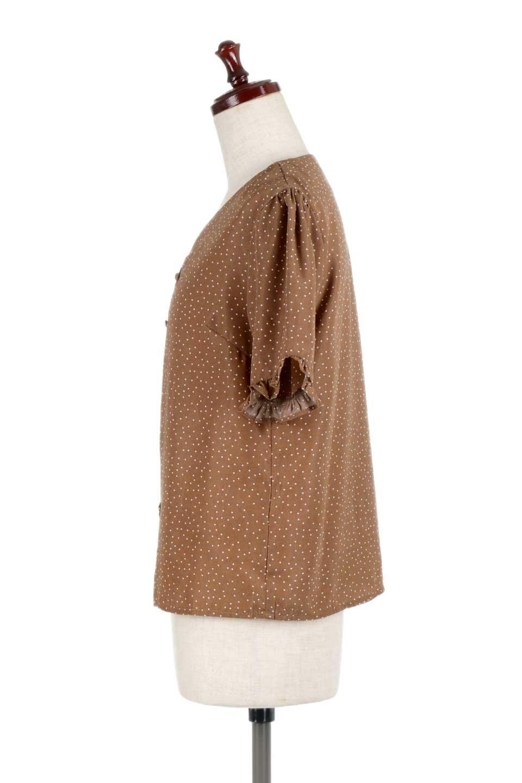 VNeckDottedBlouseVネック・ドットプリントブラウス大人カジュアルに最適な海外ファッションのothers(その他インポートアイテム)のトップスやシャツ・ブラウス。ランダムなドット柄が可愛いVネックのブラウス。半端丈の袖とスクエアタイプの裾が独特な雰囲気のアイテムです。/main-12