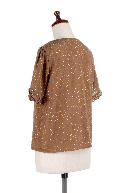 VNeckDottedBlouseVネック・ドットプリントブラウス大人カジュアルに最適な海外ファッションのothers(その他インポートアイテム)のトップスやシャツ・ブラウス。ランダムなドット柄が可愛いVネックのブラウス。半端丈の袖とスクエアタイプの裾が独特な雰囲気のアイテムです。/main-13
