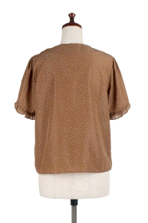 VNeckDottedBlouseVネック・ドットプリントブラウス大人カジュアルに最適な海外ファッションのothers(その他インポートアイテム)のトップスやシャツ・ブラウス。ランダムなドット柄が可愛いVネックのブラウス。半端丈の袖とスクエアタイプの裾が独特な雰囲気のアイテムです。/main-14
