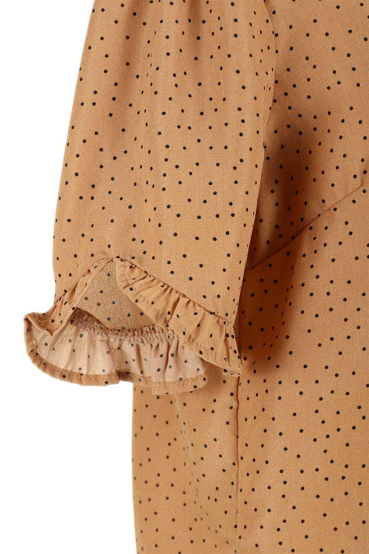 VNeckDottedBlouseVネック・ドットプリントブラウス大人カジュアルに最適な海外ファッションのothers(その他インポートアイテム)のトップスやシャツ・ブラウス。ランダムなドット柄が可愛いVネックのブラウス。半端丈の袖とスクエアタイプの裾が独特な雰囲気のアイテムです。/main-18