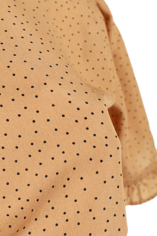 VNeckDottedBlouseVネック・ドットプリントブラウス大人カジュアルに最適な海外ファッションのothers(その他インポートアイテム)のトップスやシャツ・ブラウス。ランダムなドット柄が可愛いVネックのブラウス。半端丈の袖とスクエアタイプの裾が独特な雰囲気のアイテムです。/main-20