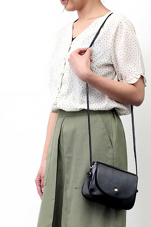 VNeckDottedBlouseVネック・ドットプリントブラウス大人カジュアルに最適な海外ファッションのothers(その他インポートアイテム)のトップスやシャツ・ブラウス。ランダムなドット柄が可愛いVネックのブラウス。半端丈の袖とスクエアタイプの裾が独特な雰囲気のアイテムです。/main-22