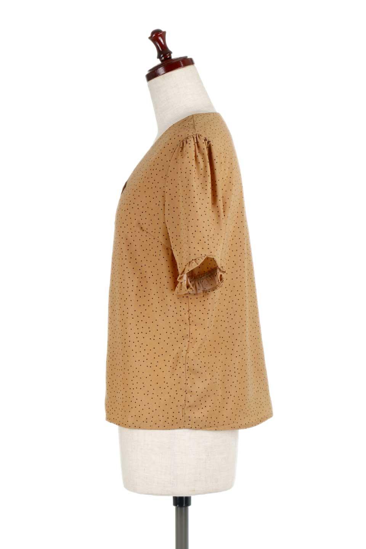 VNeckDottedBlouseVネック・ドットプリントブラウス大人カジュアルに最適な海外ファッションのothers(その他インポートアイテム)のトップスやシャツ・ブラウス。ランダムなドット柄が可愛いVネックのブラウス。半端丈の袖とスクエアタイプの裾が独特な雰囲気のアイテムです。/main-7