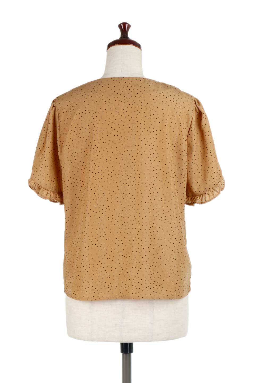 VNeckDottedBlouseVネック・ドットプリントブラウス大人カジュアルに最適な海外ファッションのothers(その他インポートアイテム)のトップスやシャツ・ブラウス。ランダムなドット柄が可愛いVネックのブラウス。半端丈の袖とスクエアタイプの裾が独特な雰囲気のアイテムです。/main-9
