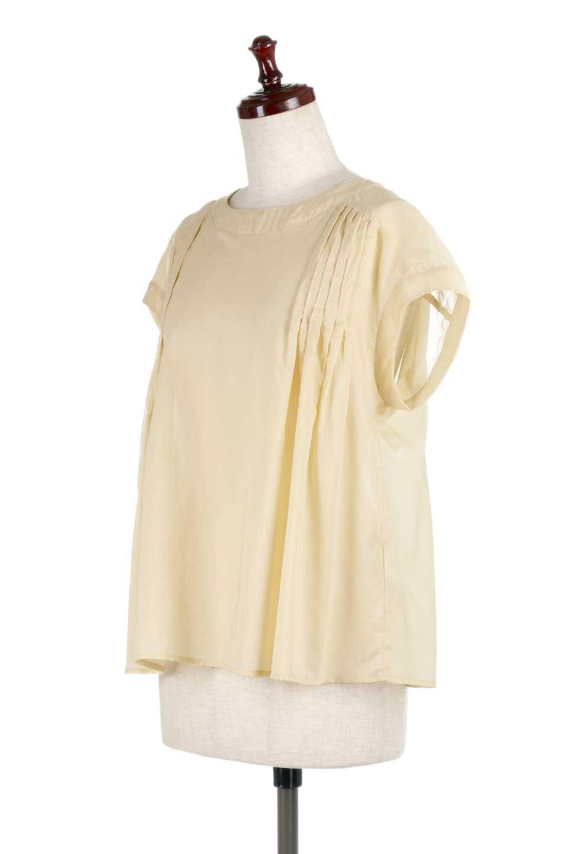 ShortSleeveTuckBlouseタック入り・半袖ブラウス大人カジュアルに最適な海外ファッションのothers(その他インポートアイテム)のトップスやシャツ・ブラウス。前後のタックがアクセントの大きめブラウス。あえてのスケ感がとても可愛いアイテムです。/main-11
