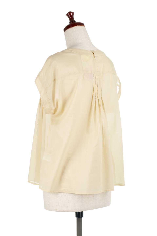 ShortSleeveTuckBlouseタック入り・半袖ブラウス大人カジュアルに最適な海外ファッションのothers(その他インポートアイテム)のトップスやシャツ・ブラウス。前後のタックがアクセントの大きめブラウス。あえてのスケ感がとても可愛いアイテムです。/main-13