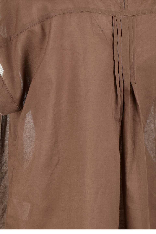 ShortSleeveTuckBlouseタック入り・半袖ブラウス大人カジュアルに最適な海外ファッションのothers(その他インポートアイテム)のトップスやシャツ・ブラウス。前後のタックがアクセントの大きめブラウス。あえてのスケ感がとても可愛いアイテムです。/main-24