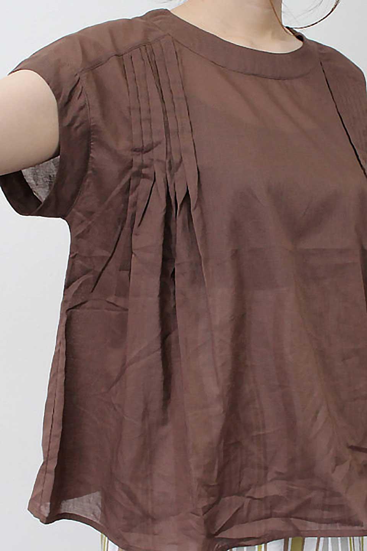 ShortSleeveTuckBlouseタック入り・半袖ブラウス大人カジュアルに最適な海外ファッションのothers(その他インポートアイテム)のトップスやシャツ・ブラウス。前後のタックがアクセントの大きめブラウス。あえてのスケ感がとても可愛いアイテムです。/main-29