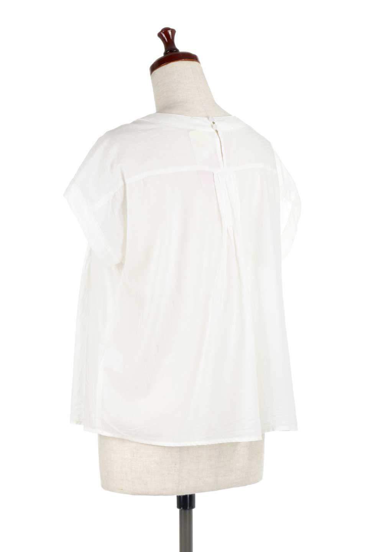 ShortSleeveTuckBlouseタック入り・半袖ブラウス大人カジュアルに最適な海外ファッションのothers(その他インポートアイテム)のトップスやシャツ・ブラウス。前後のタックがアクセントの大きめブラウス。あえてのスケ感がとても可愛いアイテムです。/main-8