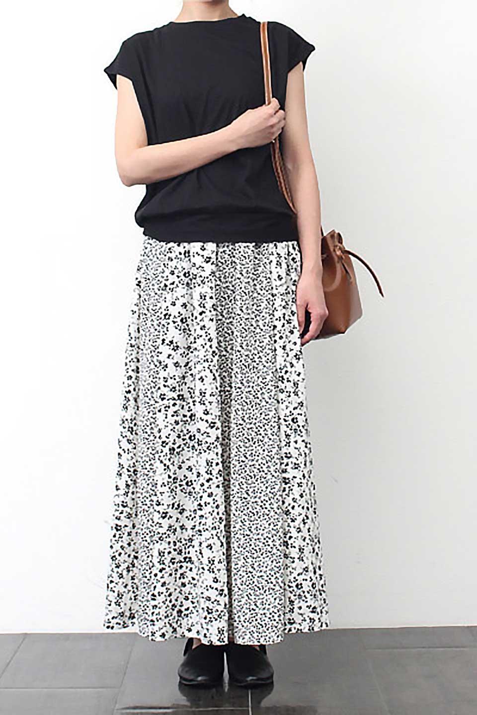 FloralPrintedPanelSkirt花柄・パネル切り替えスカート大人カジュアルに最適な海外ファッションのothers(その他インポートアイテム)のボトムやスカート。2種類の花柄プリントが可愛いマキシスカート。薄手でサラサラとした肌触りの生地で涼しげなスカートです。/main-12