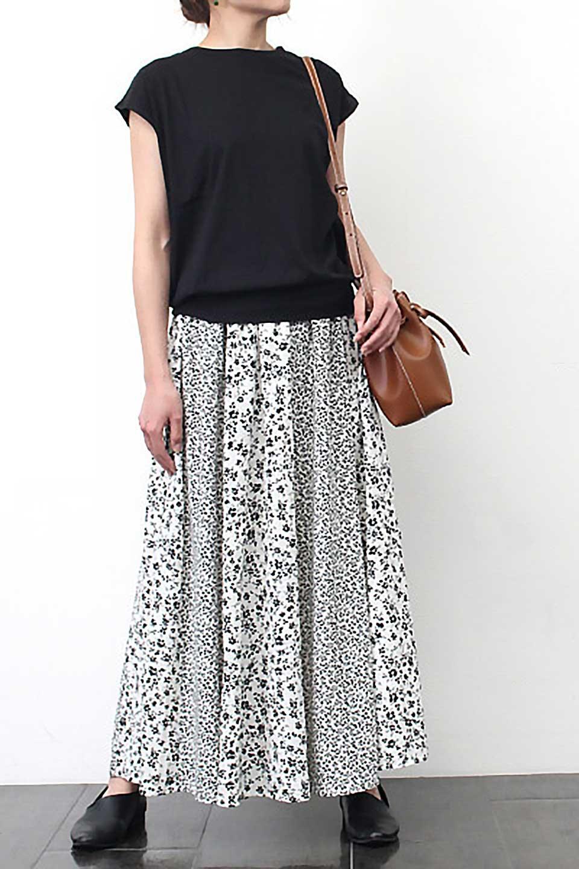 FloralPrintedPanelSkirt花柄・パネル切り替えスカート大人カジュアルに最適な海外ファッションのothers(その他インポートアイテム)のボトムやスカート。2種類の花柄プリントが可愛いマキシスカート。薄手でサラサラとした肌触りの生地で涼しげなスカートです。/main-13