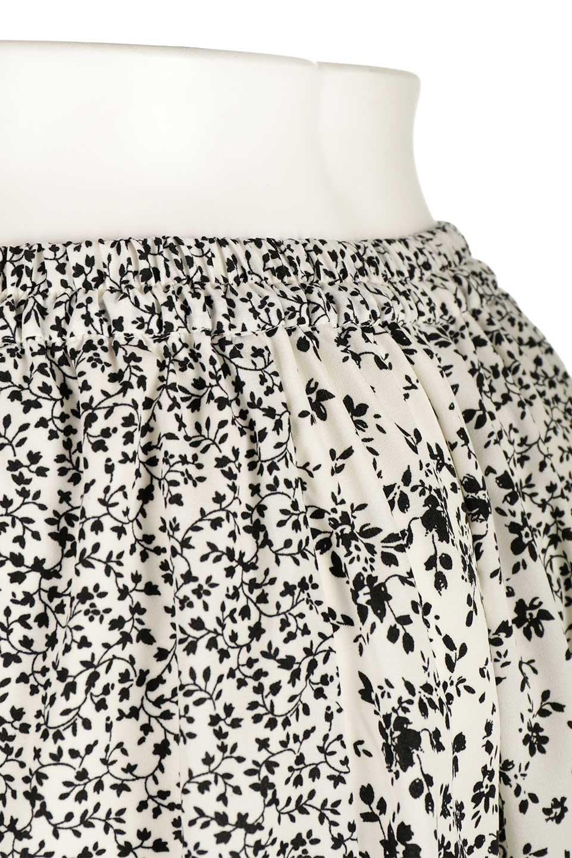 FloralPrintedPanelSkirt花柄・パネル切り替えスカート大人カジュアルに最適な海外ファッションのothers(その他インポートアイテム)のボトムやスカート。2種類の花柄プリントが可愛いマキシスカート。薄手でサラサラとした肌触りの生地で涼しげなスカートです。/main-6