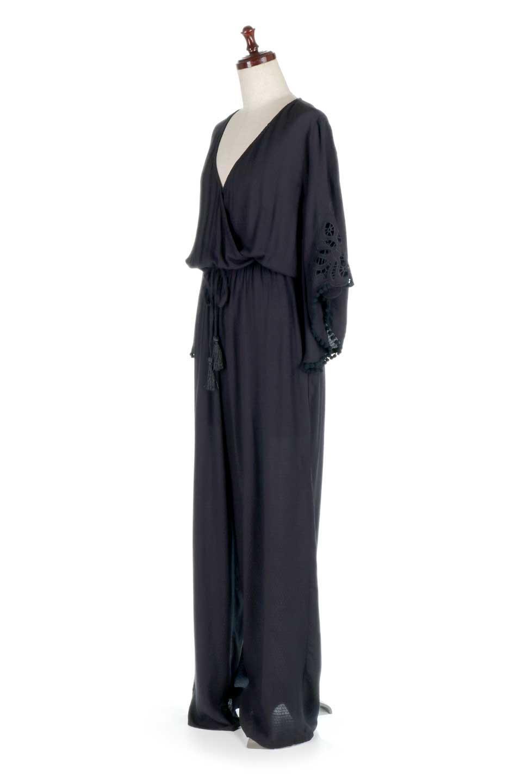 LOVESTITCHのCarineCrochetSleeveJumpsuitカットレーススリーブ・ブラックジャンプスーツ/海外ファッションが好きな大人カジュアルのためのLOVESTITCH(ラブステッチ)のボトムやロンパース類。カジュアルでありながらキリッとクールな雰囲気のジャンプスーツ。大人っぽく色っぽいブラックカジュアル好きにはたまらないアイテムです。/main-1