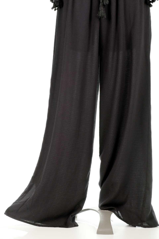 LOVESTITCHのCarineCrochetSleeveJumpsuitカットレーススリーブ・ブラックジャンプスーツ/海外ファッションが好きな大人カジュアルのためのLOVESTITCH(ラブステッチ)のボトムやロンパース類。カジュアルでありながらキリッとクールな雰囲気のジャンプスーツ。大人っぽく色っぽいブラックカジュアル好きにはたまらないアイテムです。/main-15