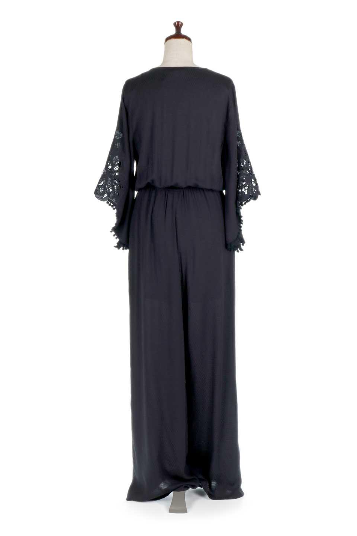 LOVESTITCHのCarineCrochetSleeveJumpsuitカットレーススリーブ・ブラックジャンプスーツ/海外ファッションが好きな大人カジュアルのためのLOVESTITCH(ラブステッチ)のボトムやロンパース類。カジュアルでありながらキリッとクールな雰囲気のジャンプスーツ。大人っぽく色っぽいブラックカジュアル好きにはたまらないアイテムです。/main-4