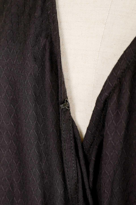 LOVESTITCHのCarineCrochetSleeveJumpsuitカットレーススリーブ・ブラックジャンプスーツ/海外ファッションが好きな大人カジュアルのためのLOVESTITCH(ラブステッチ)のボトムやロンパース類。カジュアルでありながらキリッとクールな雰囲気のジャンプスーツ。大人っぽく色っぽいブラックカジュアル好きにはたまらないアイテムです。/main-7