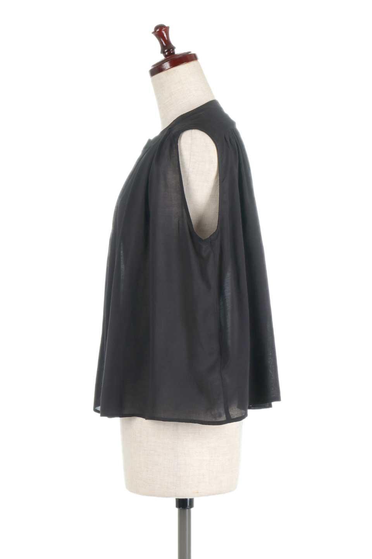 SleevelessGatheredBlouseノースリーブ・ギャザーブラウス大人カジュアルに最適な海外ファッションのothers(その他インポートアイテム)のトップスやシャツ・ブラウス。前後のギャザーのドレープ感がカワイイ、ノースリーブブラウス。夏に最適な薄手の素材でたっぷりとしたボリューム感のあるブラウスです。/main-12