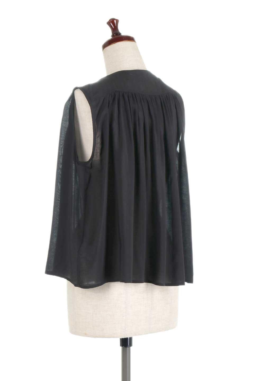 SleevelessGatheredBlouseノースリーブ・ギャザーブラウス大人カジュアルに最適な海外ファッションのothers(その他インポートアイテム)のトップスやシャツ・ブラウス。前後のギャザーのドレープ感がカワイイ、ノースリーブブラウス。夏に最適な薄手の素材でたっぷりとしたボリューム感のあるブラウスです。/main-13