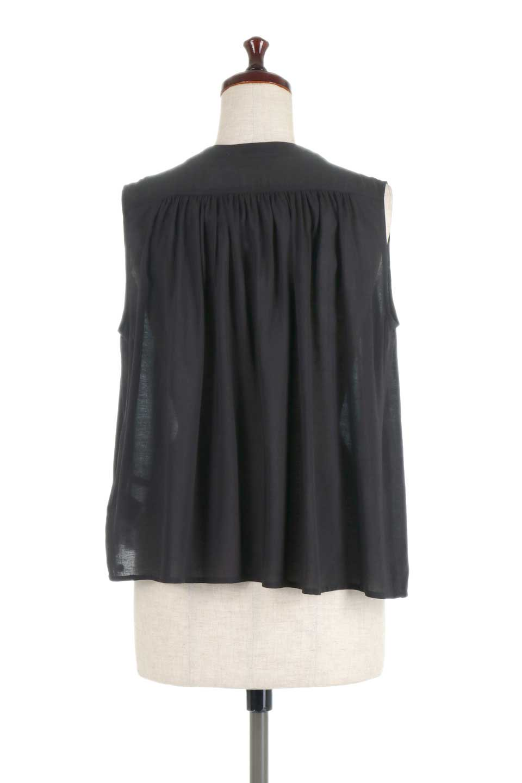 SleevelessGatheredBlouseノースリーブ・ギャザーブラウス大人カジュアルに最適な海外ファッションのothers(その他インポートアイテム)のトップスやシャツ・ブラウス。前後のギャザーのドレープ感がカワイイ、ノースリーブブラウス。夏に最適な薄手の素材でたっぷりとしたボリューム感のあるブラウスです。/main-14