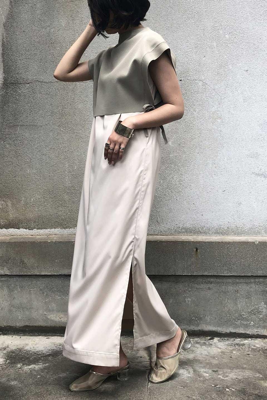SummerKnitLayeredMaxiDressサマーニット・レイヤードワンピース大人カジュアルに最適な海外ファッションのothers(その他インポートアイテム)のワンピースやマキシワンピース。サマーニットベストとの重ね着が可愛いレイヤードマキシワンピース。コンサバ感の中にも色気を感じるサイドスリットがポイント。/main-13