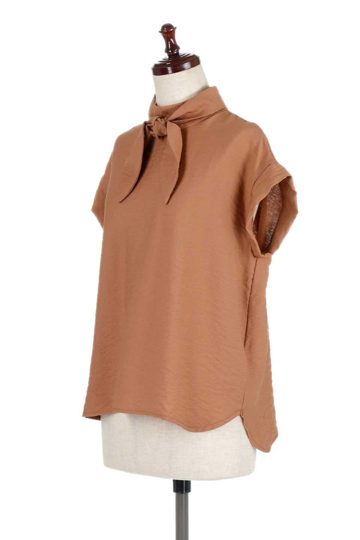 RibbonTiedHighNeckBlouseスカーフネックブラウス大人カジュアルに最適な海外ファッションのothers(その他インポートアイテム)のトップスやシャツ・ブラウス。話題のスカーフネックがポイントのブラウス。暑い時期にちょうどよい張りのある生地は風通しもよく涼し気なアイテムです。/main-11