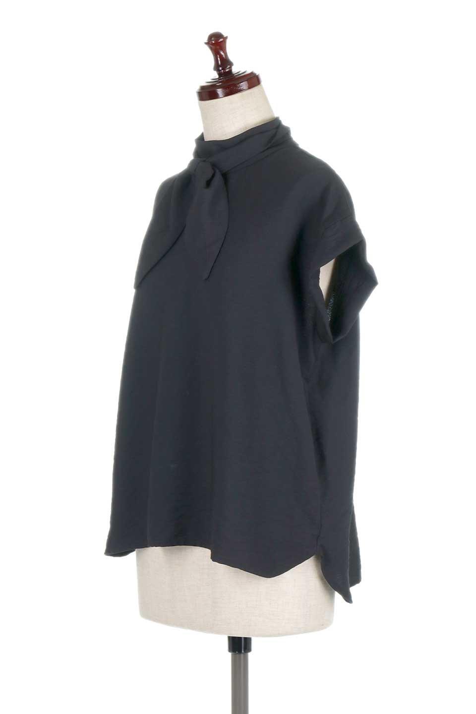 RibbonTiedHighNeckBlouseスカーフネックブラウス大人カジュアルに最適な海外ファッションのothers(その他インポートアイテム)のトップスやシャツ・ブラウス。話題のスカーフネックがポイントのブラウス。暑い時期にちょうどよい張りのある生地は風通しもよく涼し気なアイテムです。/main-16