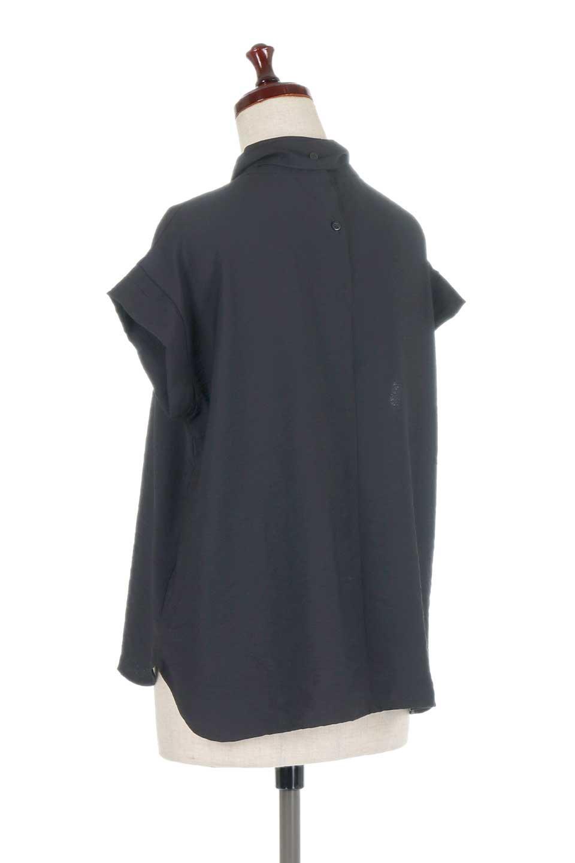 RibbonTiedHighNeckBlouseスカーフネックブラウス大人カジュアルに最適な海外ファッションのothers(その他インポートアイテム)のトップスやシャツ・ブラウス。話題のスカーフネックがポイントのブラウス。暑い時期にちょうどよい張りのある生地は風通しもよく涼し気なアイテムです。/main-18