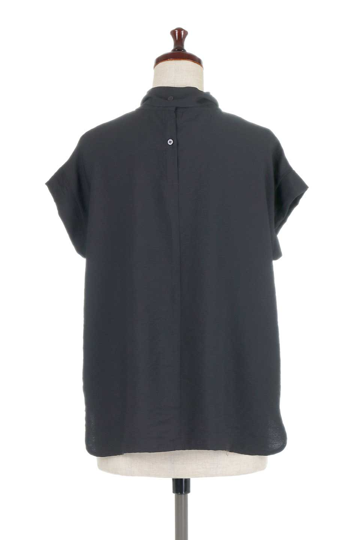 RibbonTiedHighNeckBlouseスカーフネックブラウス大人カジュアルに最適な海外ファッションのothers(その他インポートアイテム)のトップスやシャツ・ブラウス。話題のスカーフネックがポイントのブラウス。暑い時期にちょうどよい張りのある生地は風通しもよく涼し気なアイテムです。/main-19