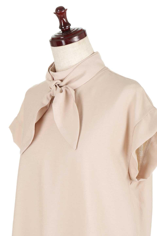 RibbonTiedHighNeckBlouseスカーフネックブラウス大人カジュアルに最適な海外ファッションのothers(その他インポートアイテム)のトップスやシャツ・ブラウス。話題のスカーフネックがポイントのブラウス。暑い時期にちょうどよい張りのある生地は風通しもよく涼し気なアイテムです。/main-21