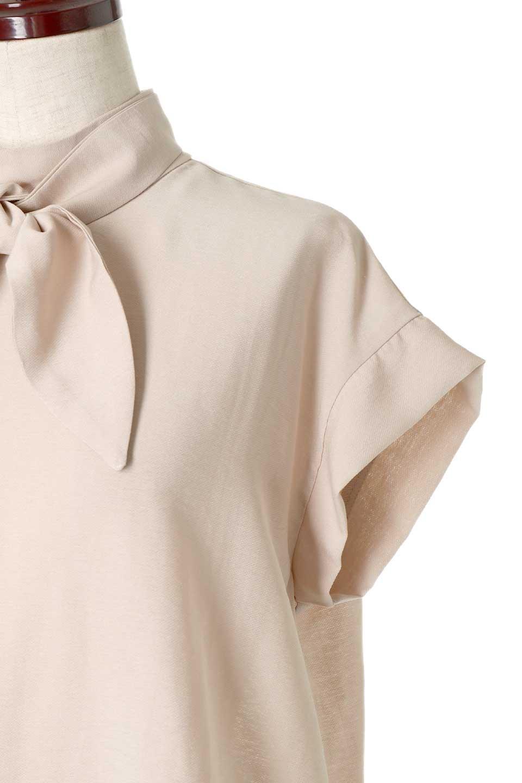 RibbonTiedHighNeckBlouseスカーフネックブラウス大人カジュアルに最適な海外ファッションのothers(その他インポートアイテム)のトップスやシャツ・ブラウス。話題のスカーフネックがポイントのブラウス。暑い時期にちょうどよい張りのある生地は風通しもよく涼し気なアイテムです。/main-22
