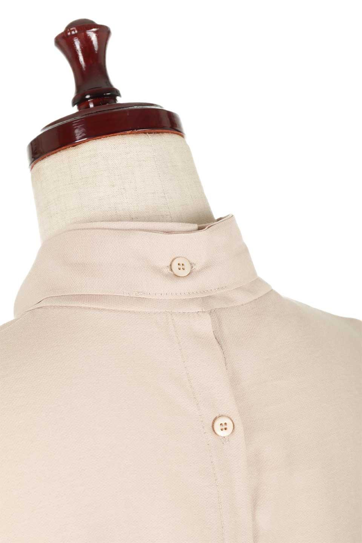 RibbonTiedHighNeckBlouseスカーフネックブラウス大人カジュアルに最適な海外ファッションのothers(その他インポートアイテム)のトップスやシャツ・ブラウス。話題のスカーフネックがポイントのブラウス。暑い時期にちょうどよい張りのある生地は風通しもよく涼し気なアイテムです。/main-23