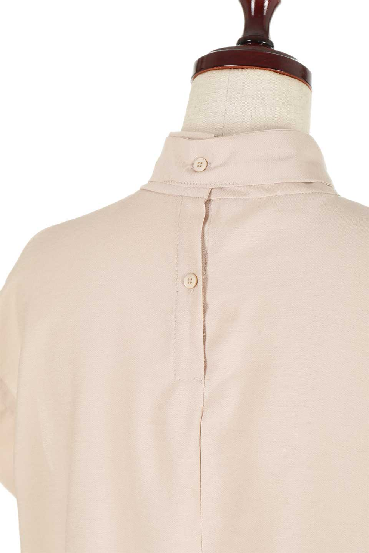 RibbonTiedHighNeckBlouseスカーフネックブラウス大人カジュアルに最適な海外ファッションのothers(その他インポートアイテム)のトップスやシャツ・ブラウス。話題のスカーフネックがポイントのブラウス。暑い時期にちょうどよい張りのある生地は風通しもよく涼し気なアイテムです。/main-24