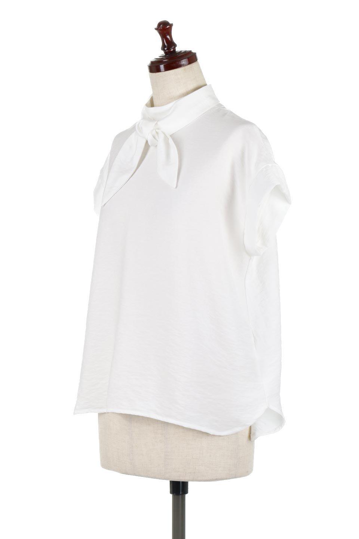 RibbonTiedHighNeckBlouseスカーフネックブラウス大人カジュアルに最適な海外ファッションのothers(その他インポートアイテム)のトップスやシャツ・ブラウス。話題のスカーフネックがポイントのブラウス。暑い時期にちょうどよい張りのある生地は風通しもよく涼し気なアイテムです。/main-6