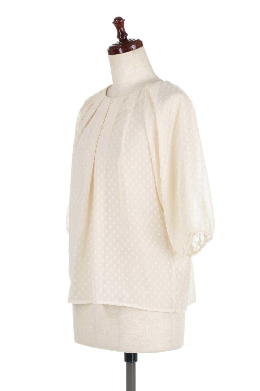DobbyClothTuckBlouseドビー生地・タックブラウス大人カジュアルに最適な海外ファッションのothers(その他インポートアイテム)のトップスやシャツ・ブラウス。透け感のあるカットドビーの素材感を活かしたパフスリーブブラウス。首元のタックから伸びるドレープと程よい着丈の長さで着回しやすさ抜群のブラウスです。/main-11