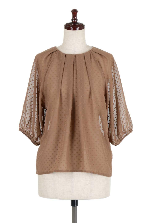 DobbyClothTuckBlouseドビー生地・タックブラウス大人カジュアルに最適な海外ファッションのothers(その他インポートアイテム)のトップスやシャツ・ブラウス。透け感のあるカットドビーの素材感を活かしたパフスリーブブラウス。首元のタックから伸びるドレープと程よい着丈の長さで着回しやすさ抜群のブラウスです。/main-15
