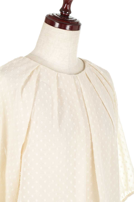 DobbyClothTuckBlouseドビー生地・タックブラウス大人カジュアルに最適な海外ファッションのothers(その他インポートアイテム)のトップスやシャツ・ブラウス。透け感のあるカットドビーの素材感を活かしたパフスリーブブラウス。首元のタックから伸びるドレープと程よい着丈の長さで着回しやすさ抜群のブラウスです。/main-20