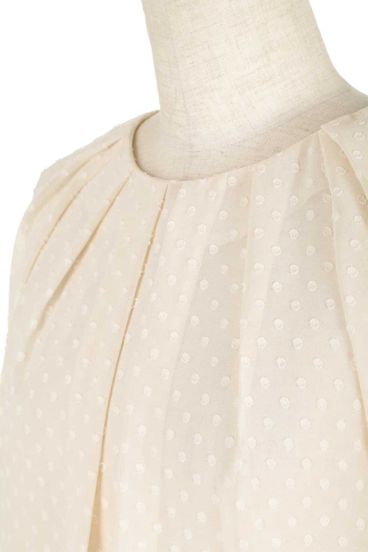 DobbyClothTuckBlouseドビー生地・タックブラウス大人カジュアルに最適な海外ファッションのothers(その他インポートアイテム)のトップスやシャツ・ブラウス。透け感のあるカットドビーの素材感を活かしたパフスリーブブラウス。首元のタックから伸びるドレープと程よい着丈の長さで着回しやすさ抜群のブラウスです。/main-21