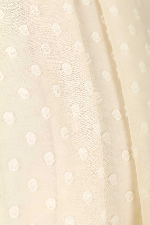 DobbyClothTuckBlouseドビー生地・タックブラウス大人カジュアルに最適な海外ファッションのothers(その他インポートアイテム)のトップスやシャツ・ブラウス。透け感のあるカットドビーの素材感を活かしたパフスリーブブラウス。首元のタックから伸びるドレープと程よい着丈の長さで着回しやすさ抜群のブラウスです。/main-25