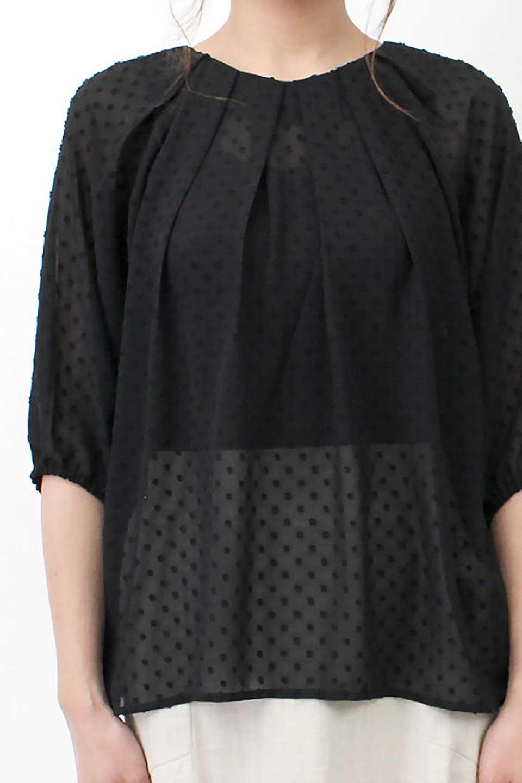 DobbyClothTuckBlouseドビー生地・タックブラウス大人カジュアルに最適な海外ファッションのothers(その他インポートアイテム)のトップスやシャツ・ブラウス。透け感のあるカットドビーの素材感を活かしたパフスリーブブラウス。首元のタックから伸びるドレープと程よい着丈の長さで着回しやすさ抜群のブラウスです。/main-27
