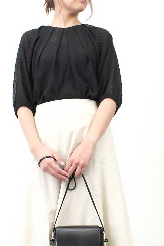 DobbyClothTuckBlouseドビー生地・タックブラウス大人カジュアルに最適な海外ファッションのothers(その他インポートアイテム)のトップスやシャツ・ブラウス。透け感のあるカットドビーの素材感を活かしたパフスリーブブラウス。首元のタックから伸びるドレープと程よい着丈の長さで着回しやすさ抜群のブラウスです。/main-29
