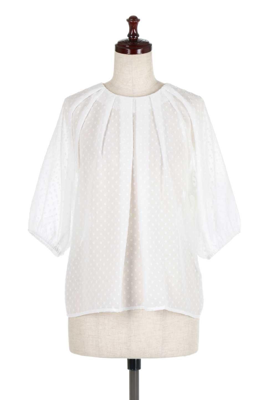 DobbyClothTuckBlouseドビー生地・タックブラウス大人カジュアルに最適な海外ファッションのothers(その他インポートアイテム)のトップスやシャツ・ブラウス。透け感のあるカットドビーの素材感を活かしたパフスリーブブラウス。首元のタックから伸びるドレープと程よい着丈の長さで着回しやすさ抜群のブラウスです。/main-5