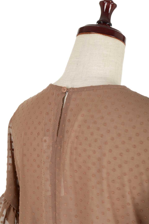 DobbyClothRuffleBlouseドビー生地・フリルブラウス大人カジュアルに最適な海外ファッションのothers(その他インポートアイテム)のトップスやシャツ・ブラウス。総柄で落ち着きのある透け感が可愛らしい、ドビー生地のフリルブラウス。様々なインナーで合わせられる夏らしい爽やかなブラウスです。/main-16