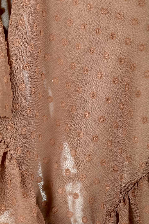 DobbyClothRuffleBlouseドビー生地・フリルブラウス大人カジュアルに最適な海外ファッションのothers(その他インポートアイテム)のトップスやシャツ・ブラウス。総柄で落ち着きのある透け感が可愛らしい、ドビー生地のフリルブラウス。様々なインナーで合わせられる夏らしい爽やかなブラウスです。/main-20
